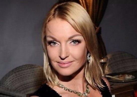 Анастасия Волочкова снова похвасталась растяжкой