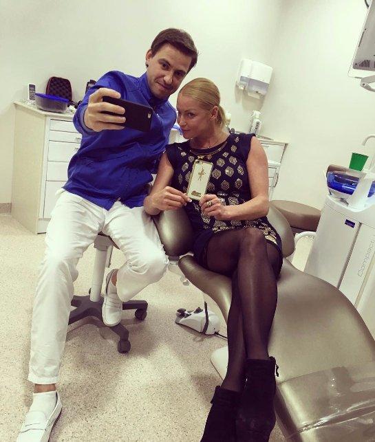 Анастасия Волочкова выбрала неприличный наряд для похода к врачу