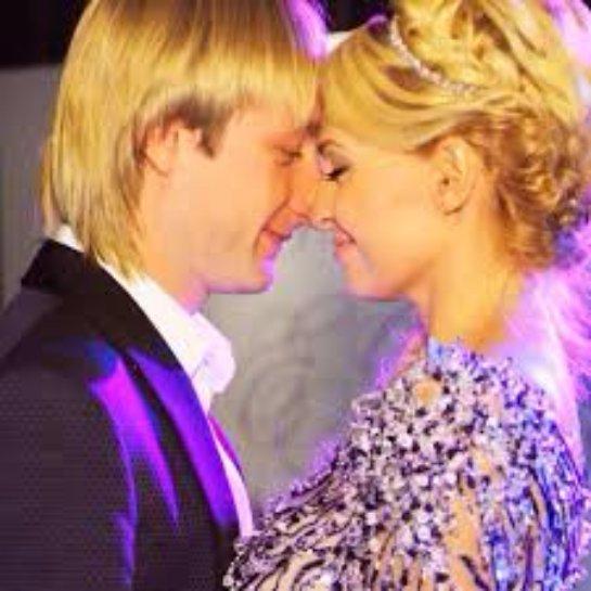 Яна Рудковская и Евгений Плющенко празднуют  годовщину свадьбы