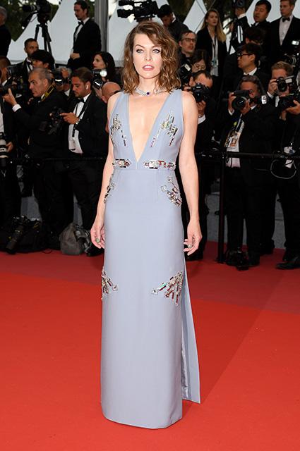 Милла Йовович появилась на Каннском кинофестивале: звезда заметно постарела. Фото