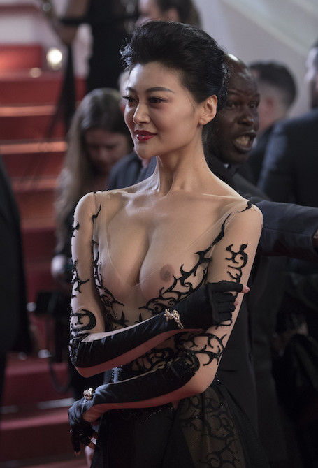 Самое откровенное платье в мире: звезда из Азии возмутила Каннский фестиваль. Фото