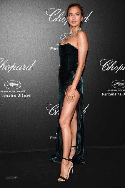 Канны-2018: Ирина Шейк в бархатном платье воплотила образ идеальной искусительницы! Фото