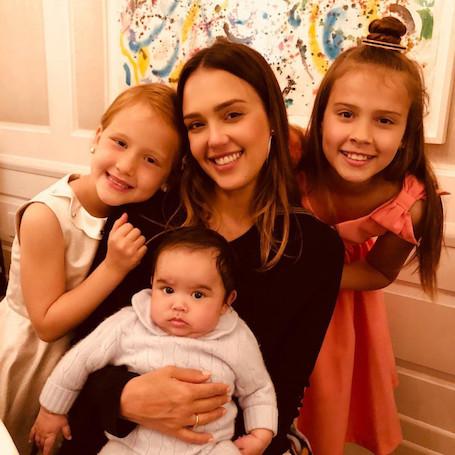 Вот бы поспать: Джессика Альба рассказала, как это - растить троих детей без нянь. Фото