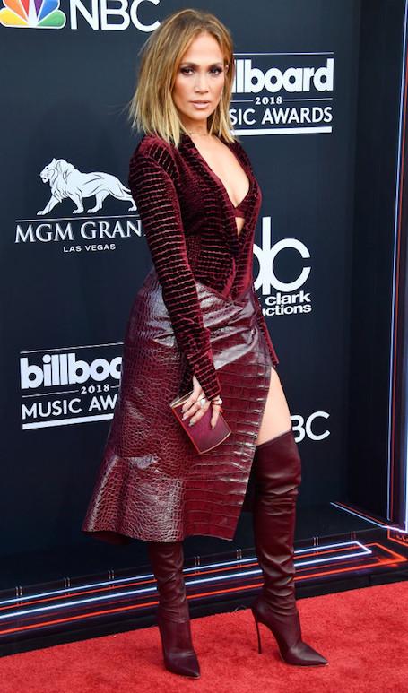 Billboard Music Awards 2018: Дженнифер Лопес не удался образ искусительницы в красном. Фото