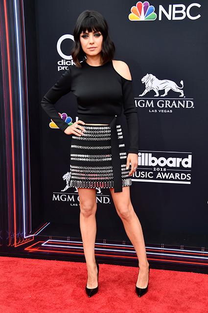 Мила Кунис в мини-платье и с новой стрижкой изумила всех на Billboard Music Awards! Фото