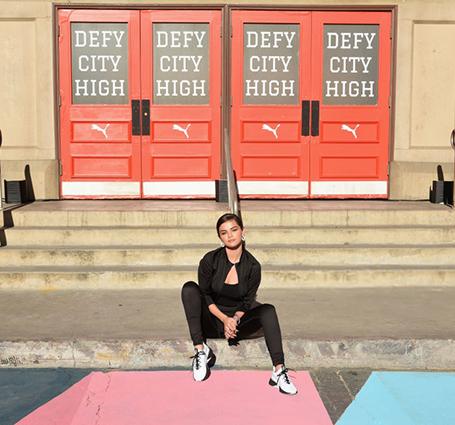 Селена Гомес похвасталась идеальной фигурой в спортивных леггинсах. Фото