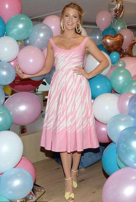 Блейк Лавли в розовом платье Jenny Packham прекрасна, словно кукла Барби. Фото