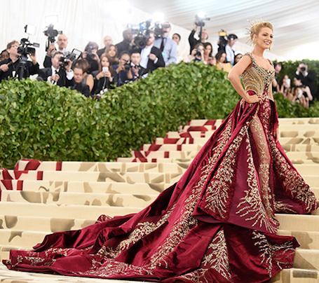 Главный образ Met Gala 2018: Блейк Лавли в платье с изумрудами и бриллиантами. Фото