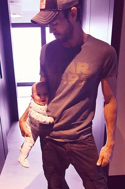 Анна Курникова показала, как она выглядела во время беременности двойней. Фото