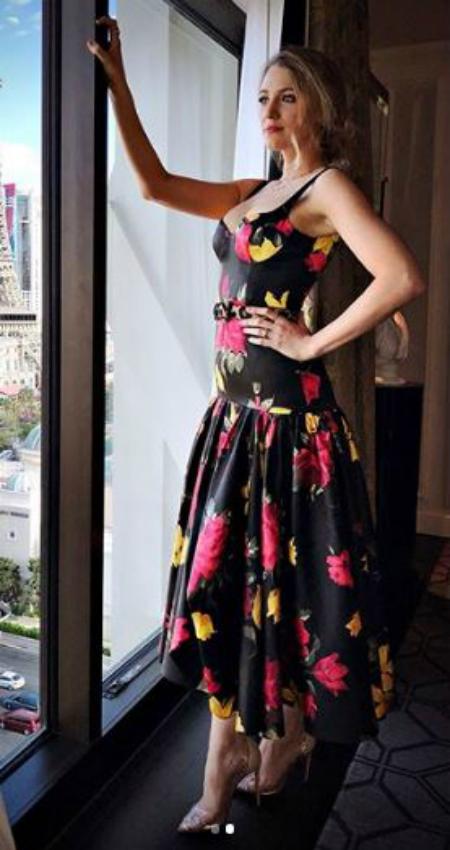 Цветочный принт и задорный горох: Блейк Лавли выбрала два платья для уикенда. Фото