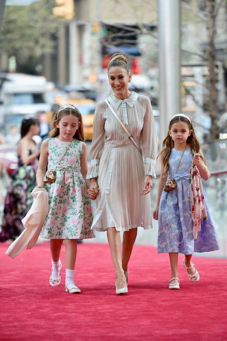 Сара Джессика Паркер похвасталась, какими красавицами стали ее повзрослевшие дочери. Фото