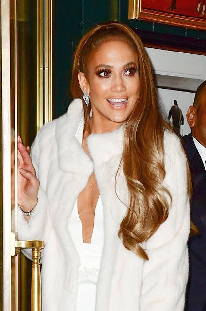 Дженнифер Лопес в белоснежной шубе и бриллиантах впечатлила Нью-Йорк! Фото