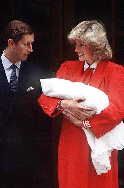 На выписке из роддома Кейт Миддлтон повторила образ принцессы Дианы. Фото