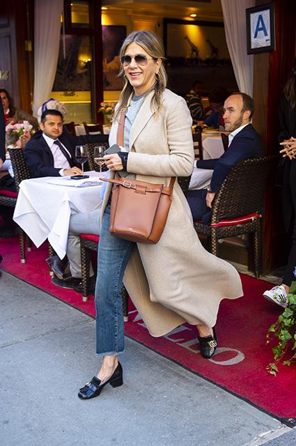 Дженнифер Энистон помолодела и сменила имидж после развода с Джастином Теру. Фото