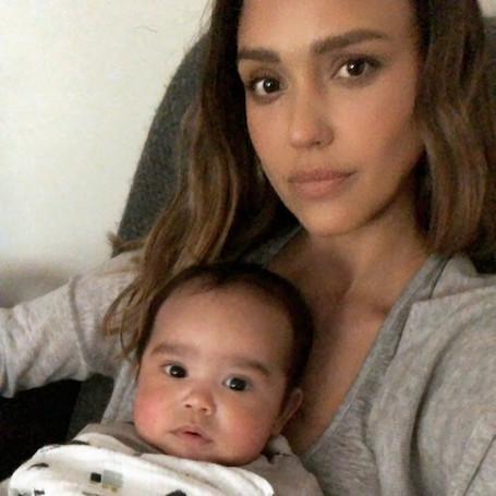 Сын Джессики Альбы растет точной копией своей знаменитой матери. Фото