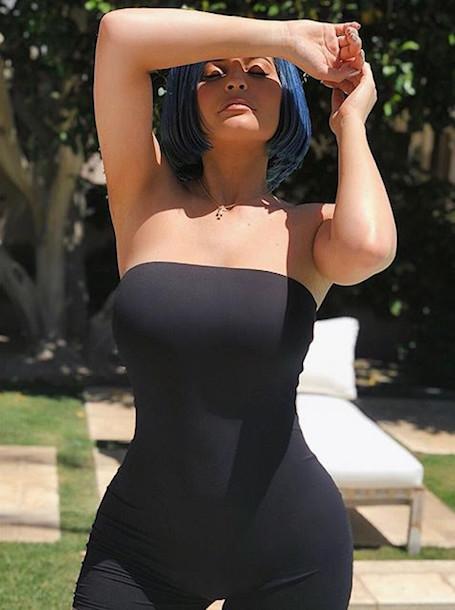 Розовый и голубой: Кайли Дженнер шокирует резкой сменой цвета волос. Фото