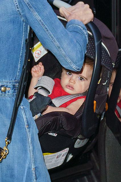 Маленькая принцесса: Амаль Клуни случайно показала лицо дочери Эллы! Фото