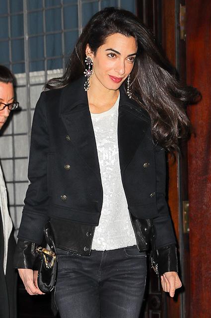 Амаль Клуни показала, как надо носить джинсы-скинни в этом сезоне! Фото