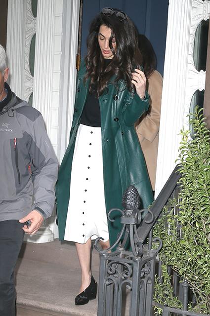 Амаль Клуни в изумрудном плаще Michael Kors покорила весь Нью-Йорк. Фото