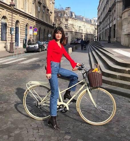 Весна по-французски: 15 элегантных модных образов на каждый день. Фото