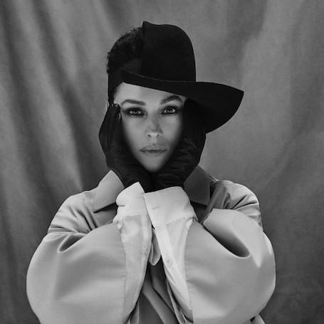 53-летняя Моника Беллуччи раскрыла грани своей сексуальности в модном фотосете. Фото
