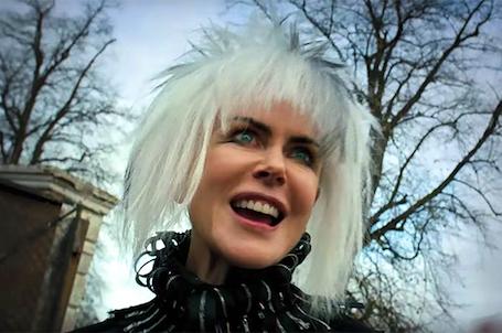 Николь Кидман в образе панка с белыми волосами и в кожаном комбинезоне впечатлила всех. Фото