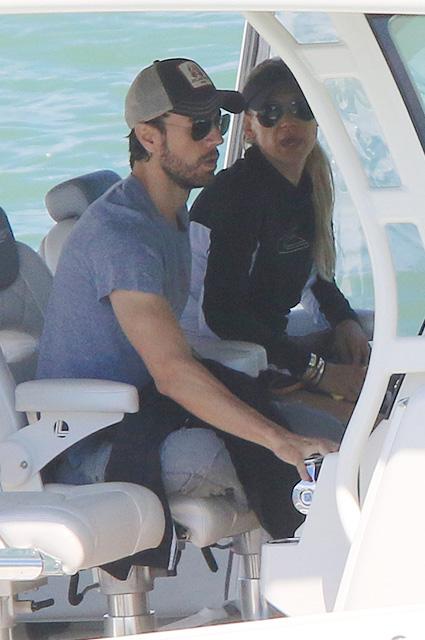 Анна Курникова и Энрике Иглесиас устроили свидание на яхте в Майами. Фото
