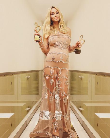 Невероятная нежность: Светлана Лобода подчеркнула беременность роскошным платьем. Фото
