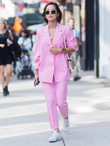 Костюм и кроссовки: как правильно носить самый неоднозначный тренд? Фото