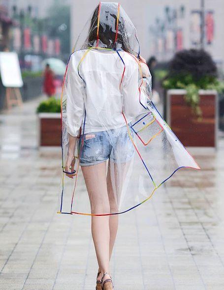 Когда нечего скрывать: прозрачный дождевик - хит весны 2018. Фото