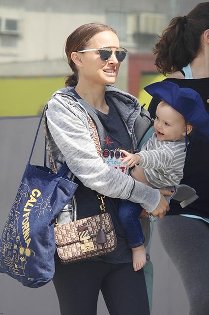 Натали Портман с годовалой дочерью стали центром внимания всего Лос-Анджелеса. Фото