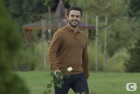 Коварство белой розы: Рожден Ануси ввел новые жесткие правила на шоу Холостяк! Фото