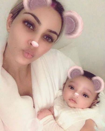 Вылитая Ким Кардашьян: теледива показала лицо своей дочери Чикаго. Фото