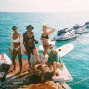 Белла Хадид и Кендалл Дженнер позируют топлес: кто из них красивее? Фото