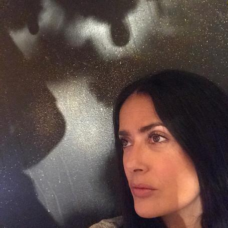 51-летняя Сальма Хайек показала, как она выглядит без макияжа и ретуши. Фото