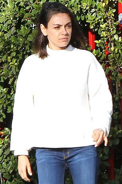 Мила Кунис и без косметики выглядит ослепительно красивой! Фото
