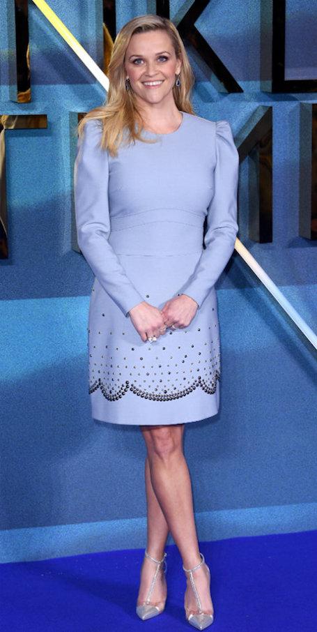 Золушка 10 лет спустя: Риз Уизерспун в голубом платье пленила красотой. Фото