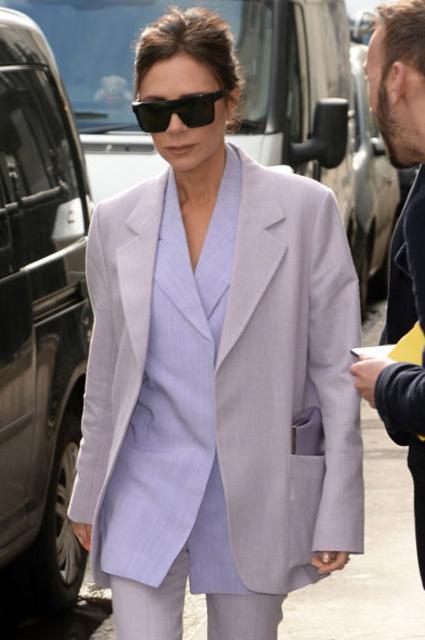 Лаванда и мята: Виктория Бекхэм показала по-весеннему яркий наряд. Фото