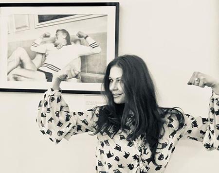 Кэтрин Зета-Джонс показала все средства, которые делают ее молодой и красивой! Фото