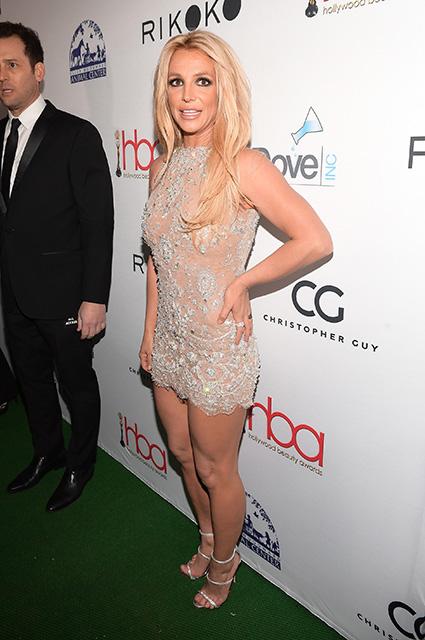 Бритни Спирс в прозрачном мини-платье со стразами затмила всех на Beauty Awards. Фото