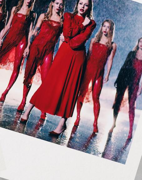 Интонация соблазнения: Тина Кароль в откровенных одеждах взялась за шпагу! Фото