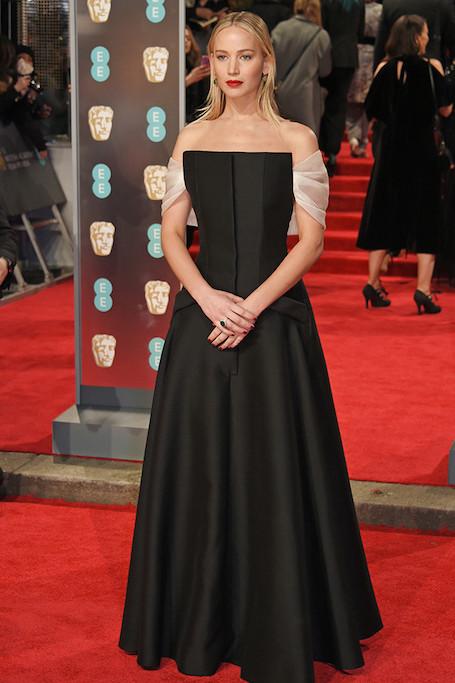 Черный в моде: 10 самых красивых модных платьев на BAFTA 2018. Фото