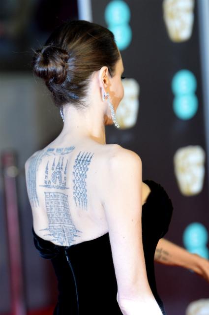 Леди-идеал: Анджелина Джоли в бархатном платье пленяет формами на BAFTA-2018. Фото