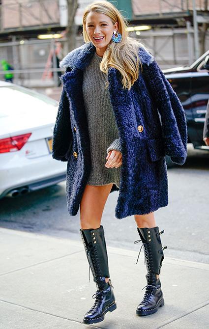 Синяя шуба и грубые ботинки: похудевшая Блейк Лавли восхищает новым имиджем. Фото