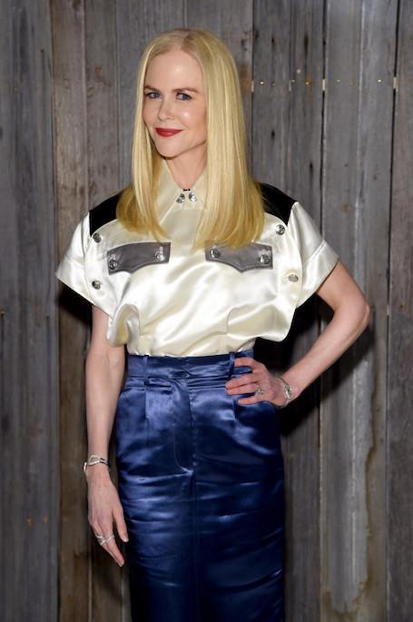 Николь Кидман удивила на редкость безвкусным нарядом во время модного шоу. Фото