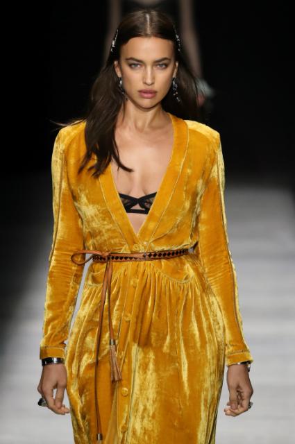 Ирина Шейк легко затмила Джиджи Хадид и Кайю Гербер на модном шоу в Нью-Йорке. Фото