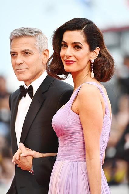 Джордж и Амаль Клуни сбежали от близнецов на безлюдный пляж в Калифорнии. Фото