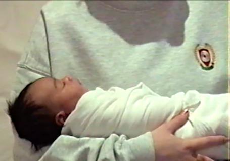Ким Кардашьян впервые показала лицо новорожденной дочери Чикаго. Фото