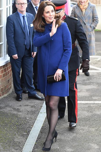 Кейт Миддлтон обновила гардероб: звезда показала пальто для беременных. Фото