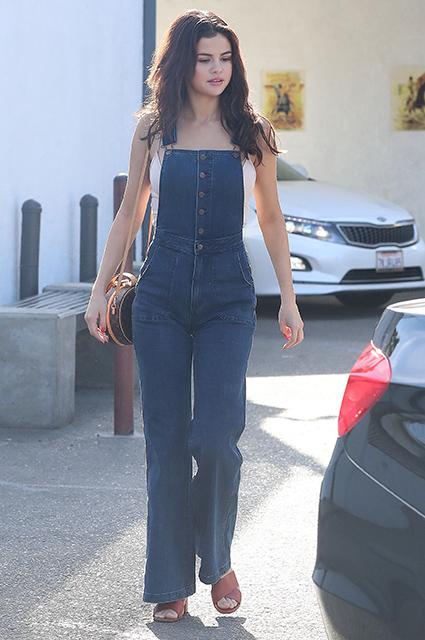Селена Гомес диктует моду на винтажные наряды в стиле хиппи! Фото